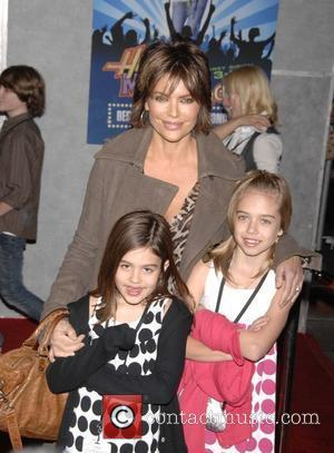 Lisa Rinna Film premiere Walt Disney Pictures 'Hannah Montana and Miley Cyrus: Best Of Both Worlds Concert 3D' - Arrivals...