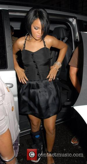Rihanna Desperate To Find Permanent Home