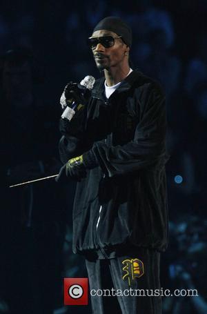 Snoop Dogg Films Down Under