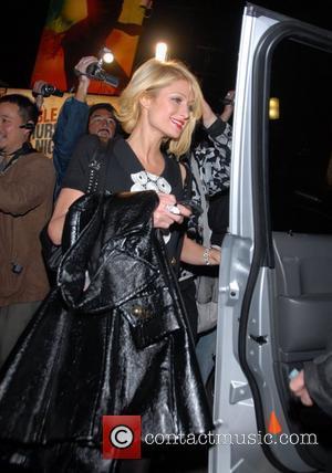 Hilton's Denies Handbag 'Drugs' Stash