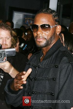 R Kelly Hands Over Big Bail Payment