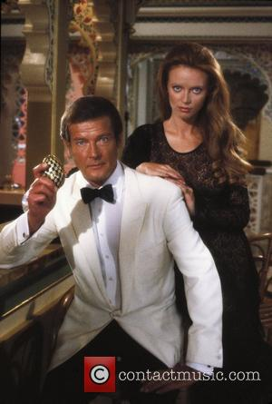 *SIR ROGER MOORE CELEBRATES HIS 80TH BIRTHDAY ON 14TH OCTOBER 2007  Shown from left: Roger Moore (as James Bond)...