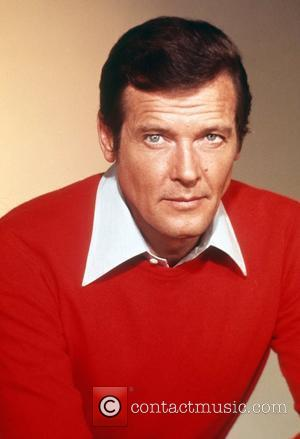 *SIR ROGER MOORE CELEBRATES HIS 80TH BIRTHDAY ON 14TH OCTOBER 2007  Roger Moore portrait England - 1977