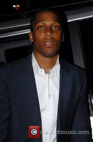 Lemar Is A Dad