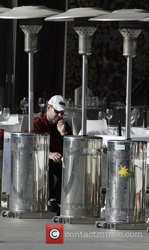 Onlookers Make Fun Of Crowe, Worship Washington