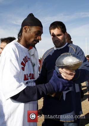Snoop Dogg Hires Beckham As Soccer Coach