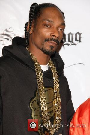Snoop Dogg Renews Wedding Vows