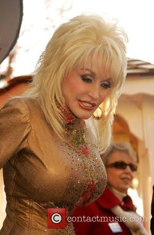 Parton Pays Tribute To Country Doctor