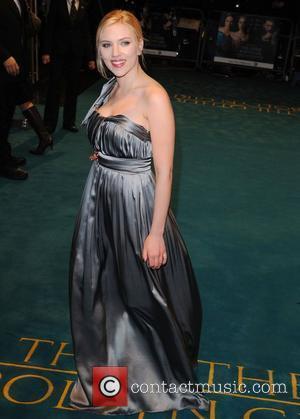 Johansson Keeps Romances Private To Avoid Public Pain