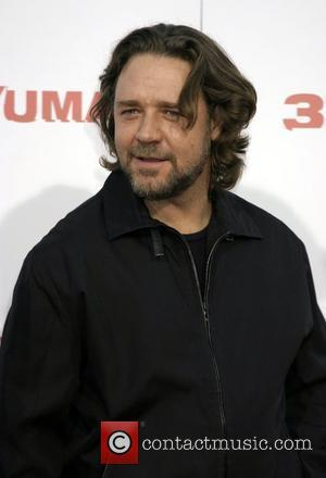 Russell Crowe Masters Command Of The Violin
