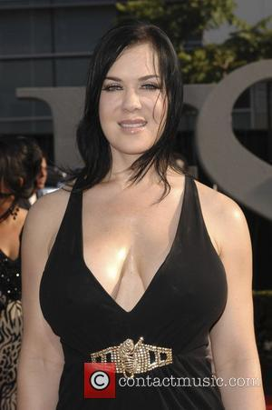 Chyna Performs Do-it-yourself Surgery On Spider Bite