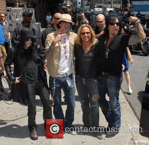 Motley Crue Go Global As Us Tour Sells Out