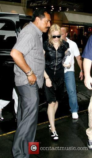 Madonna And Ritchie Pray With Children