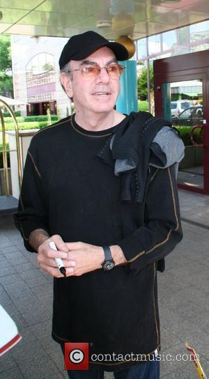 Neil Diamond leaving Hyatt Hotel Cologne, Germany - 01.06.08