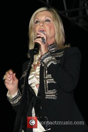 Newton-john Hails Idol Contestants