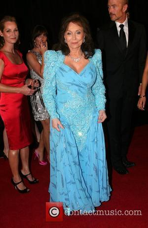 Loretta Lynn Postpones August Shows To Have Knee Surgery