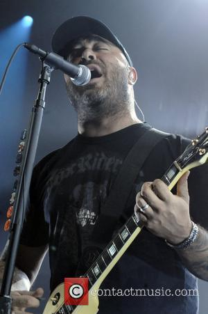 Staind Star Prepares For Battle Over Hunting Show