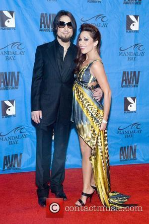Dave Navarro and guest The 26th Annual AVN Adult Movie Awards - Arrivals Las Vegas, Nevada - 10.01.09