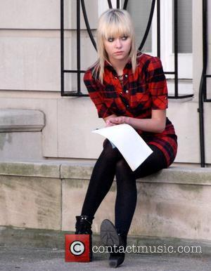 Gossip Girl Momsen To Return To Work