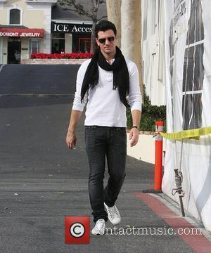 JC Chasez shopping at H. Lorenzo discount outlet in West Hollywood  West Hollywood, California - 25.11.08