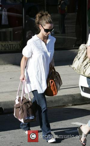 Jennifer Love Hewitt visits the Chrystal Matrix centre for wellbeing while shopping in Hollywood California, USA - 18.01.09