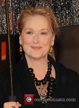 Gunn Offers To Take Streep Shopping