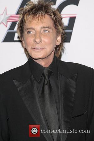 Manilow Honoured With Friars Club Accolade