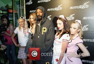 Snoop Dogg Begs Stars To Get Him Back In U.k.