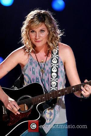 Sugarland's Nettles Resting After Cancelling Shows