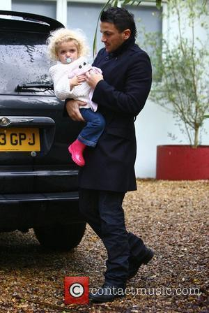 Peter Andre returns home with his daughter Princess Tiaamii Brighton, England - 22.11.09