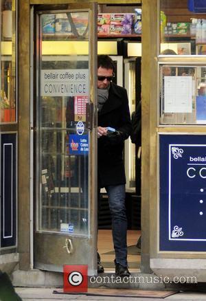 Scott Weiland visits a local shop to buy cigarettes  Toronto, Canada - 20.11.09