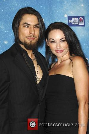 Navarro's Girlfriend 'Hides' Romance From Family