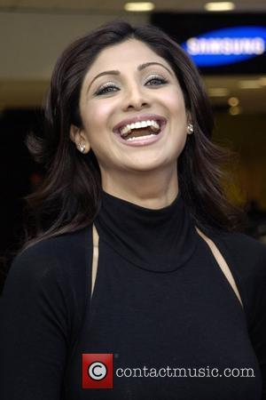 Shilpa Shetty Calls Guards To Deal With Obsessed Fan
