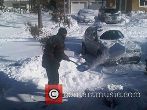 50 Cent Rescues Neighbours Stuck In Snow