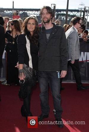 Kasey Chambers Welcomes Daughter