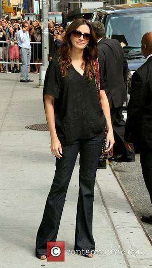 Julia Roberts outside The Ed Sullivan Theater for 'The Late Show' with David Letterman Show New York City, USA -...