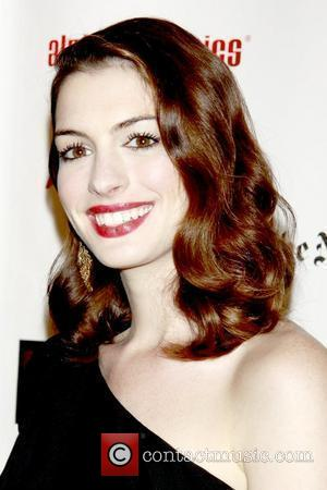 Anne Hathaway Wears A Wig For New Movie?
