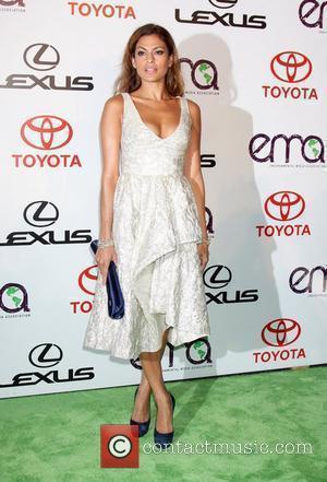Eva Mendes arrives to the 2010 Environmental Media Association Awards held at the Warner Bros. Studios Burbank, California - 16.10.10