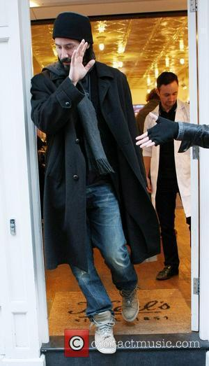 Keanu Reeves out and about shopping in Covent Garden London, England - 09.01.11