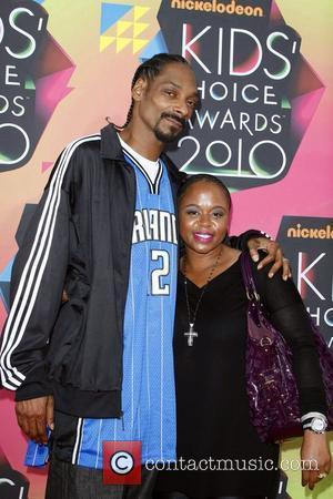 Snoop Dogg and his wife Nickelodeon's 23rd Annual Kids' Choice Awards - Arrivals held at UCLA's Pauley Pavilion Los Angeles,...