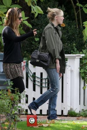 Dunst Dresses Down To Avoid Paparazzi