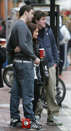 Cyrus Goes Aussie For Hemsworth