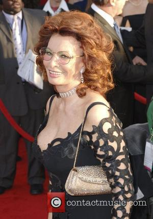 Sophia Loren Celebrates 76th Birthday With Award