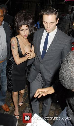 Mitch Winehouse Has Gallstones