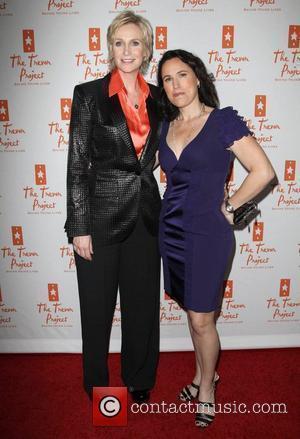Ed O'neill Says Jane Lynch Didn't Deserve Emmy Award
