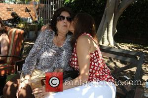 Teri Hatcher And Goldie Hawn Hold Charity Yard Sale