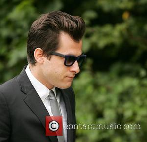 Mark Ronson Honours Amy Winehouse With Hits-packed Gig