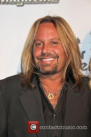 Vince Neil Forgets To Pay Restaurant Tab