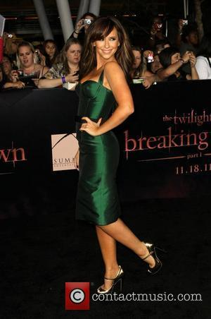 Jennifer Love Hewitt Surprise Hit At Breaking Dawn Premiere