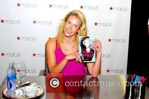 Chelsea Handler signs copies of her new book 'Lies Chelsea Handler Told Me' at Macy's Chicago, Illinois - 11.05.11